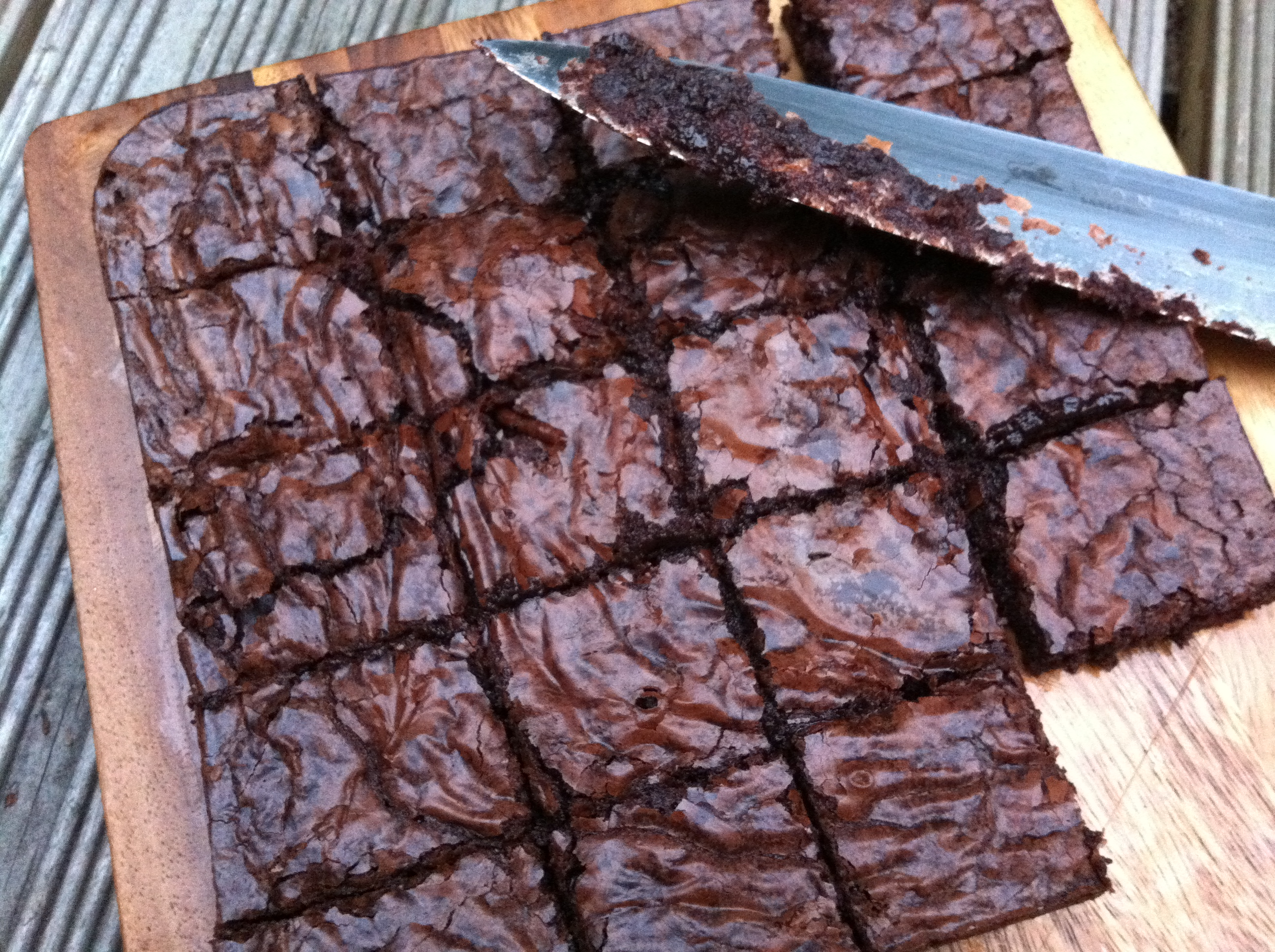 Chewy chocolate brownies - thelittleloaf