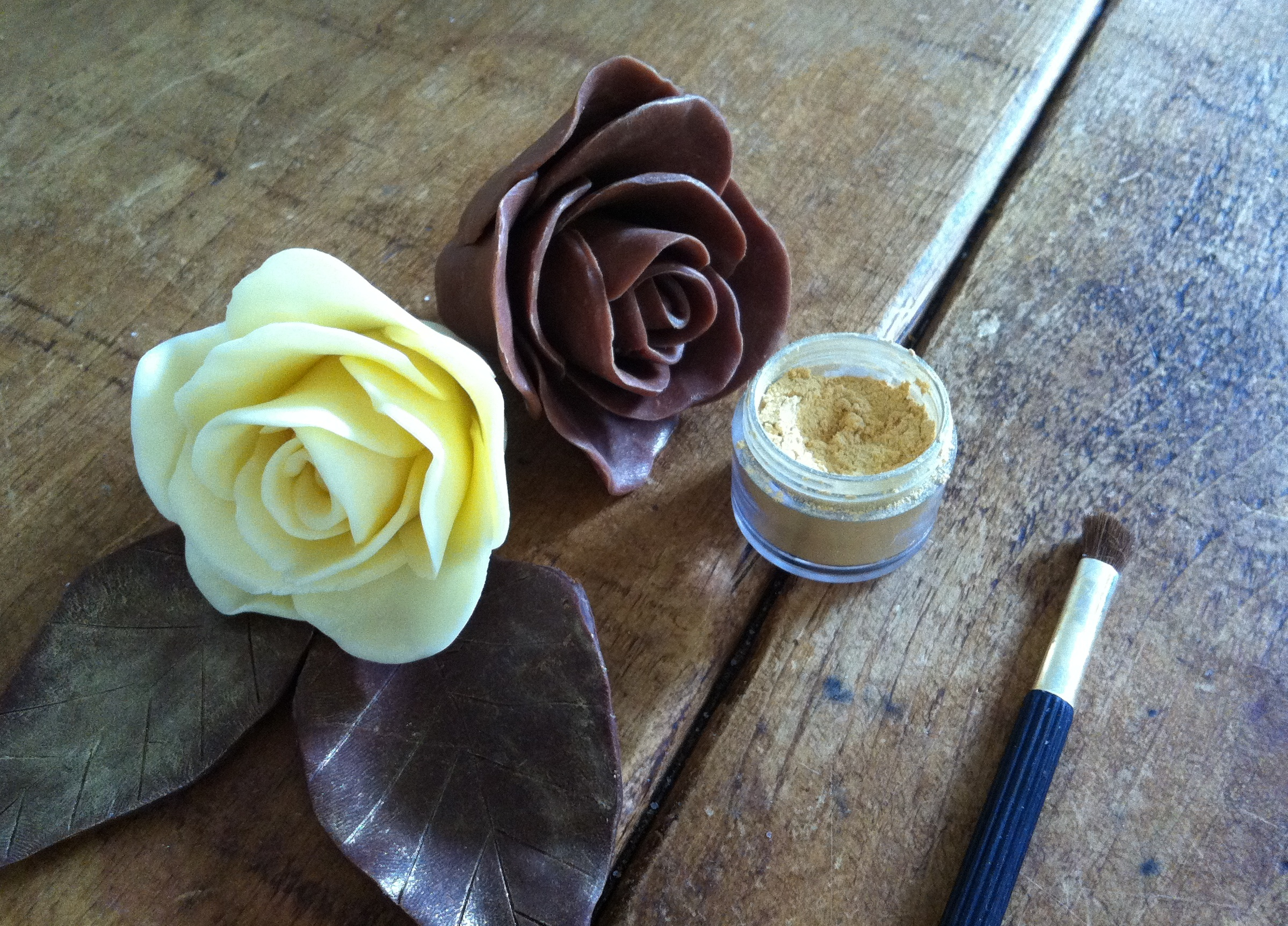 modelling_chocolate_roses