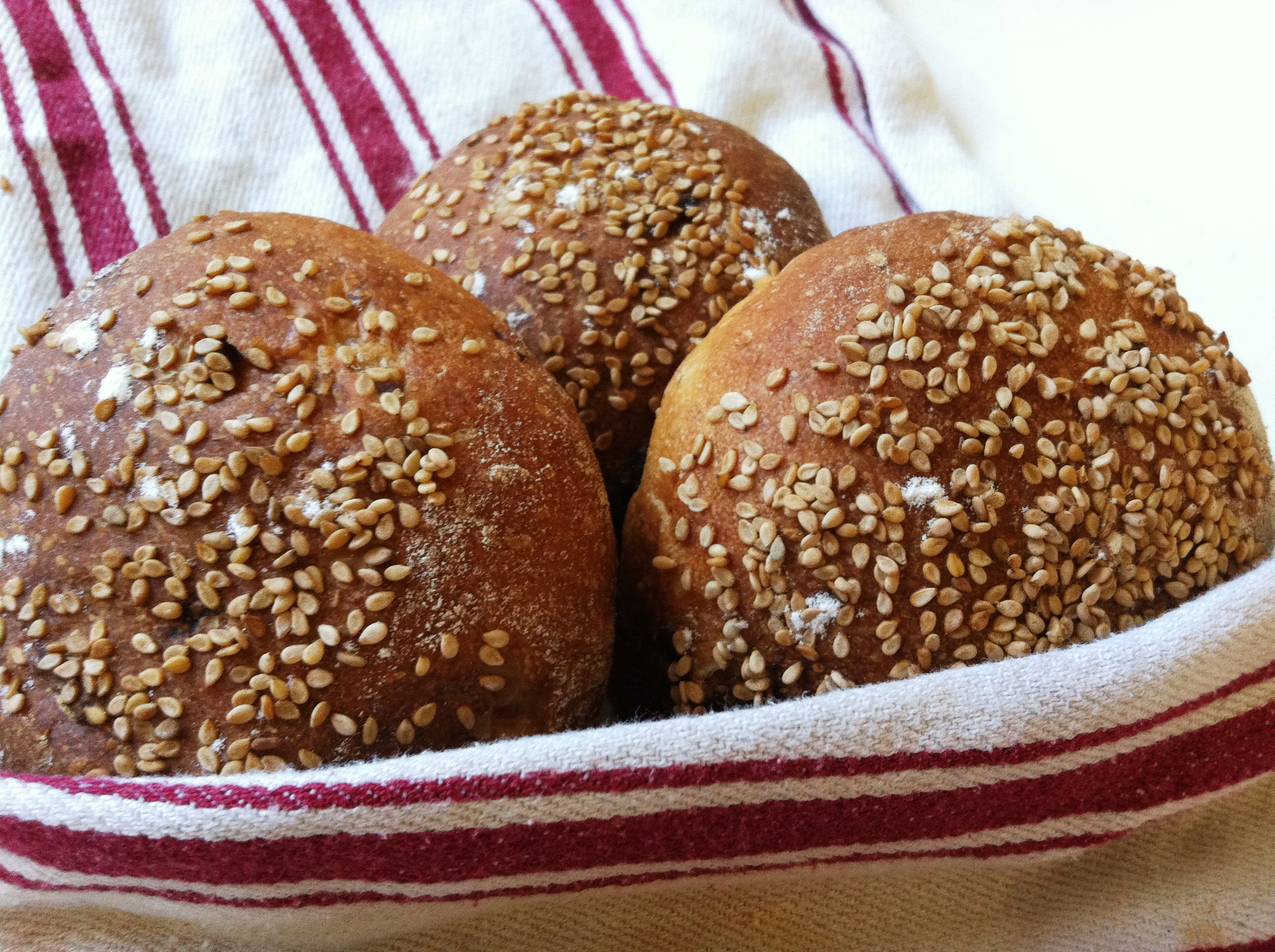how to add sesame seeds to buns