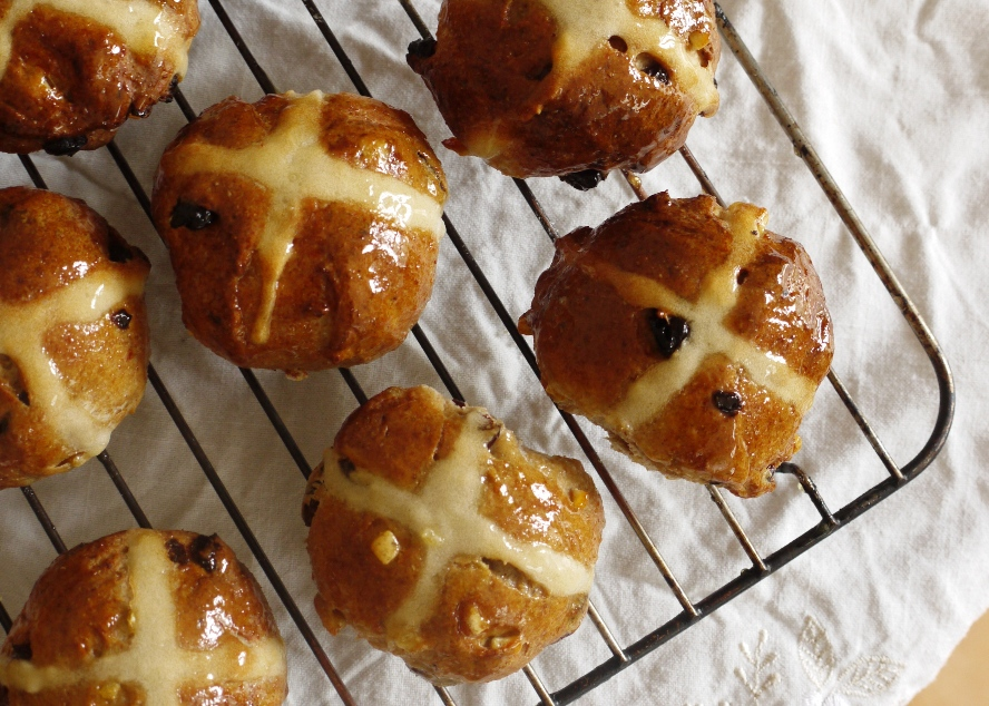 Fresh From the Oven Challenge April: Hot Cross Buns - thelittleloaf