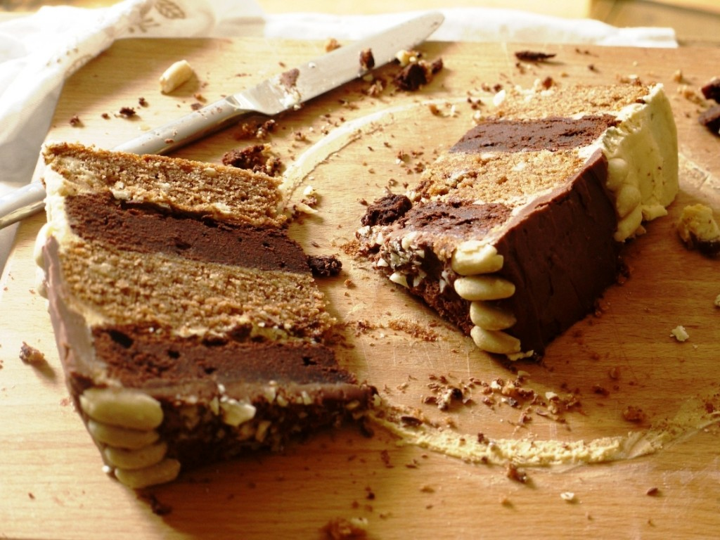 Chocolate, Caramel & Peanut 'Snickers' Layer Cake - thelittleloaf