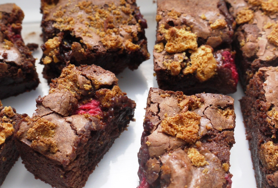 Raspberry Amaretti Crunch Brownies