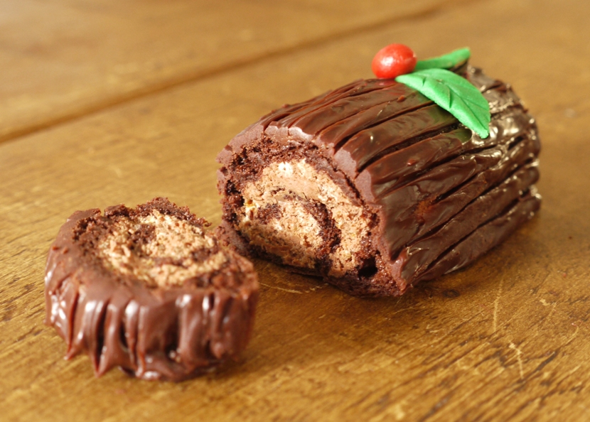 Chocolate Roulade via @thelittleloaf