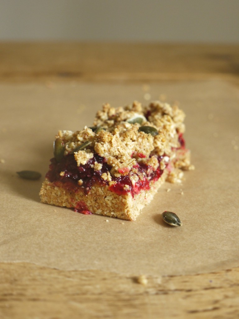 Blackberry Apple Crumble Bar